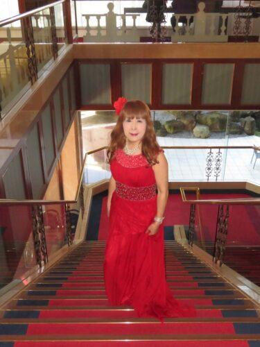 赤色のロングドレス(3)