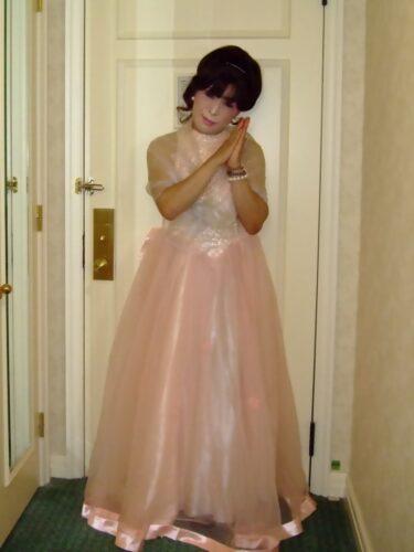桃色のドレス