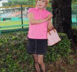 """<span class=""""title"""">ピンクのポロシャツに黒のミニスカ(3)</span>"""